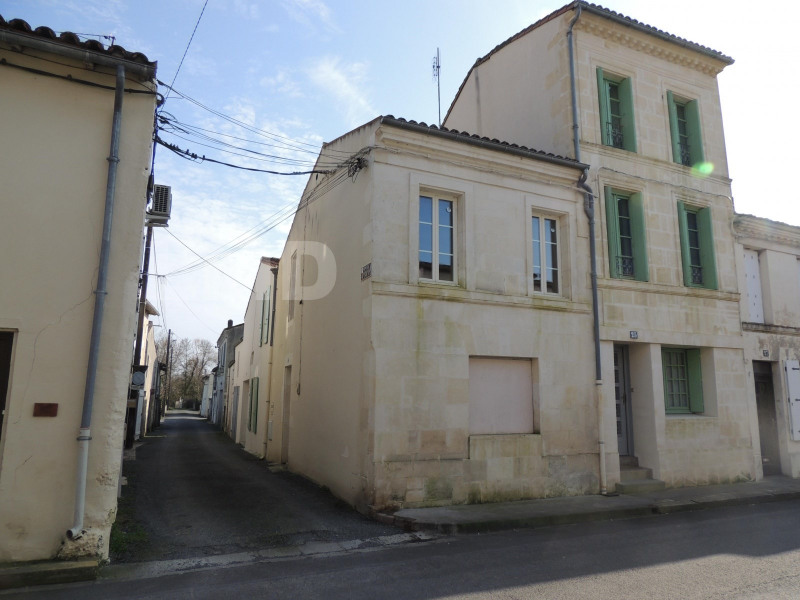 Vente maison / villa Saint-jean-d'angely 249 600€ - Photo 1