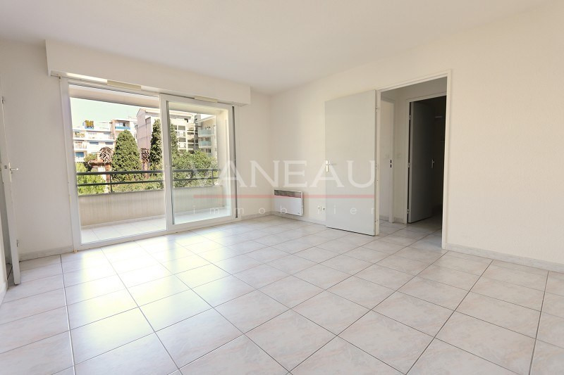 Vente de prestige appartement Juan-les-pins 165360€ - Photo 2
