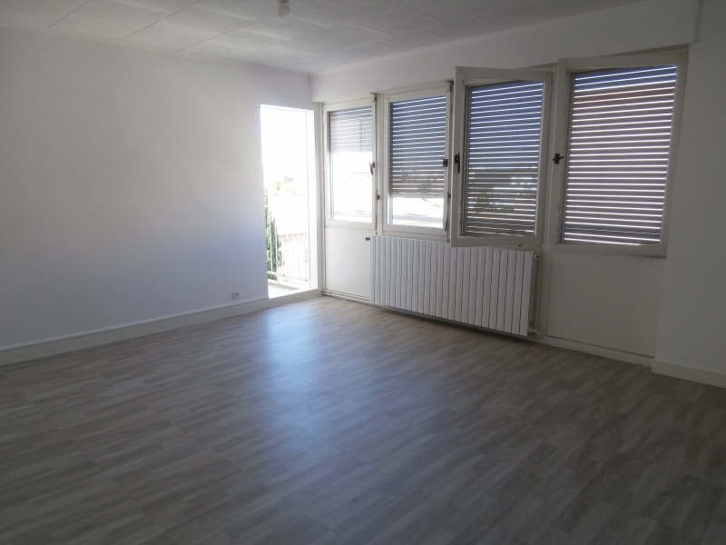 Rental apartment Salon de provence 730€ CC - Picture 1