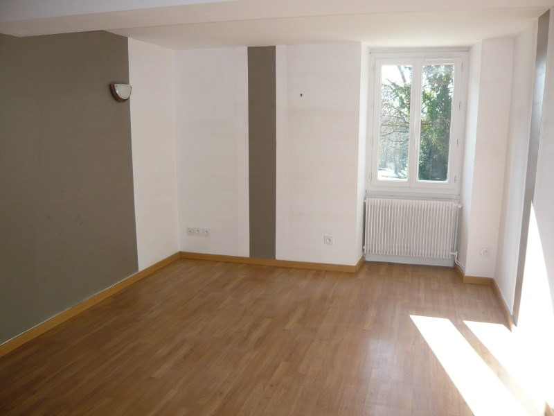 Location maison / villa Courtenay 795€ CC - Photo 2