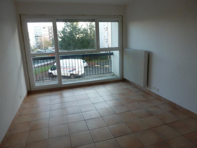 Location appartement Maurepas 822€ CC - Photo 1