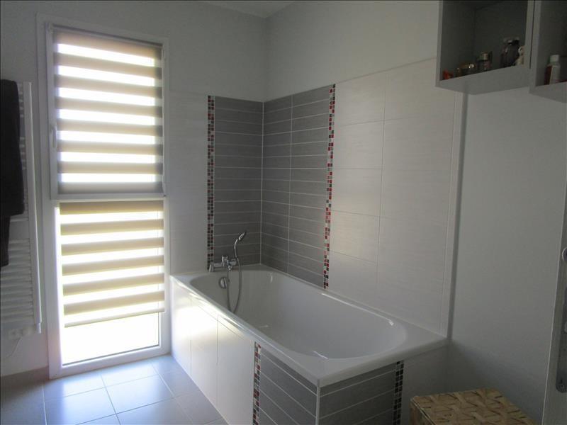 Sale house / villa St gelais 269000€ - Picture 5
