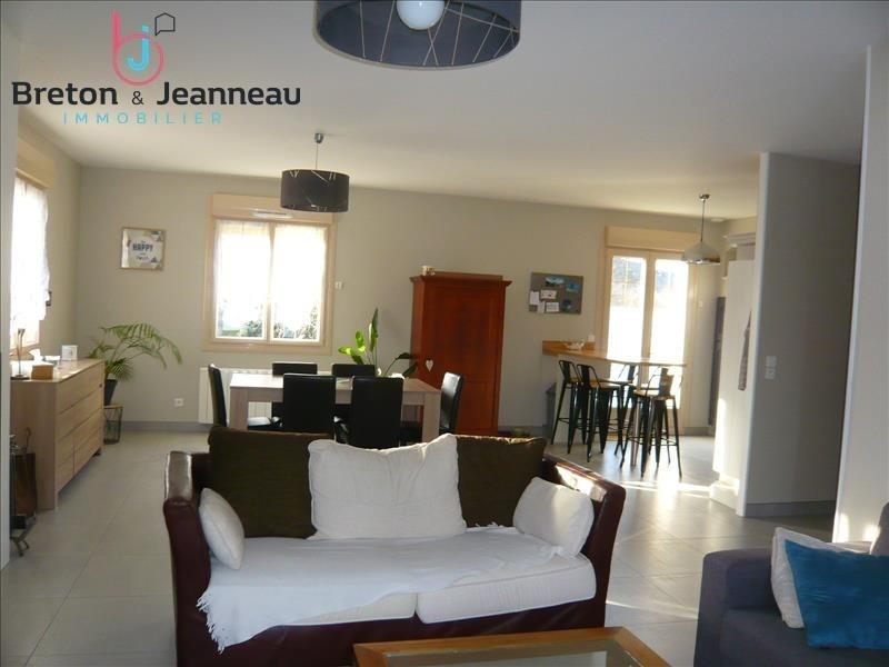 Sale house / villa Bonchamp les laval 254800€ - Picture 1
