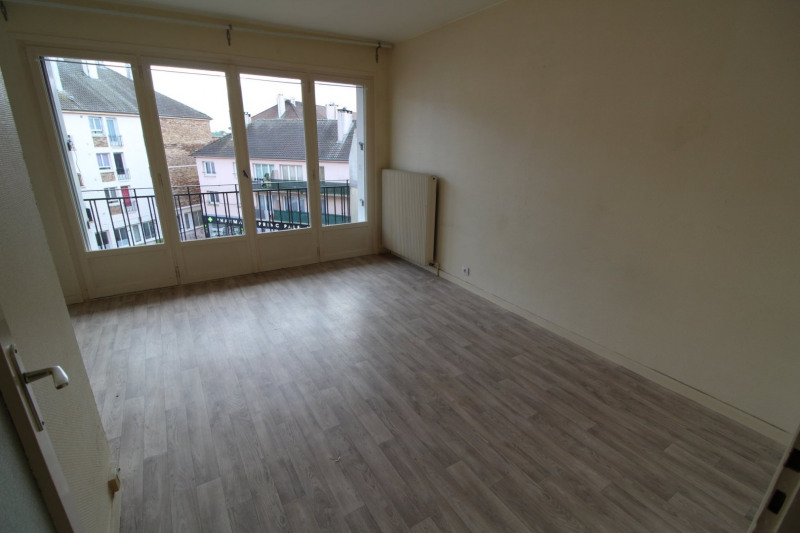 Rental apartment Maurepas 651€ CC - Picture 2