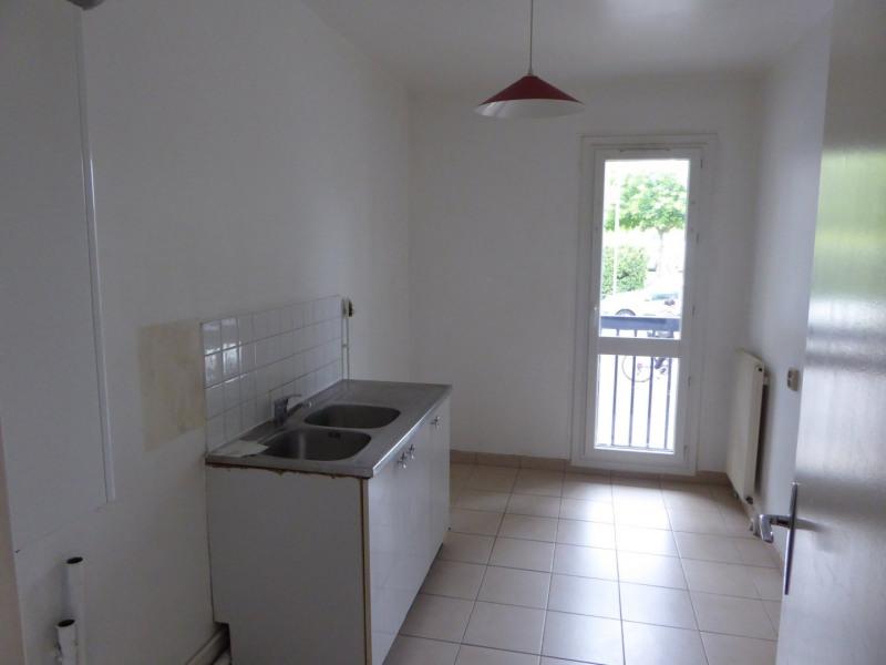 Rental apartment Maurepas 720€ CC - Picture 2