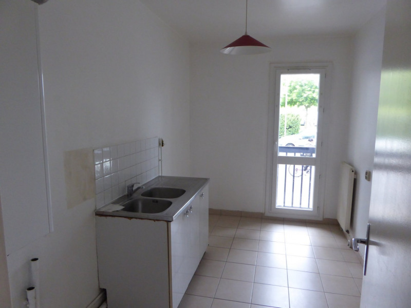 Location appartement Maurepas 720€ CC - Photo 2