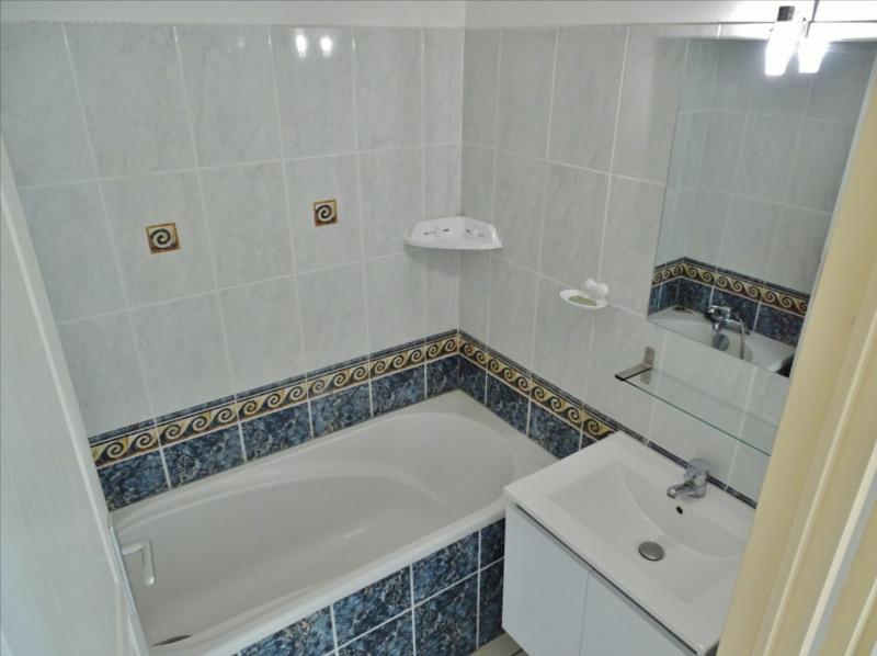 Locação apartamento Saint gilles les bains 728€ CC - Fotografia 5