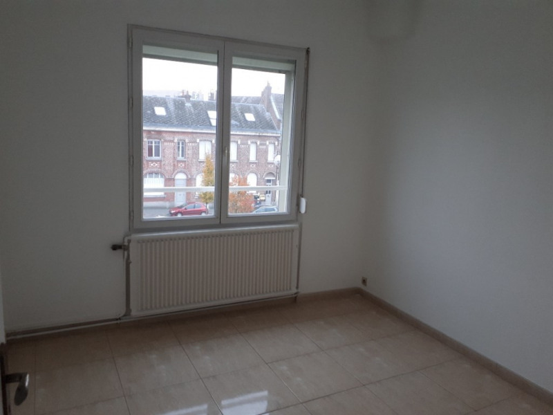 Rental apartment Saint quentin 670€ CC - Picture 4