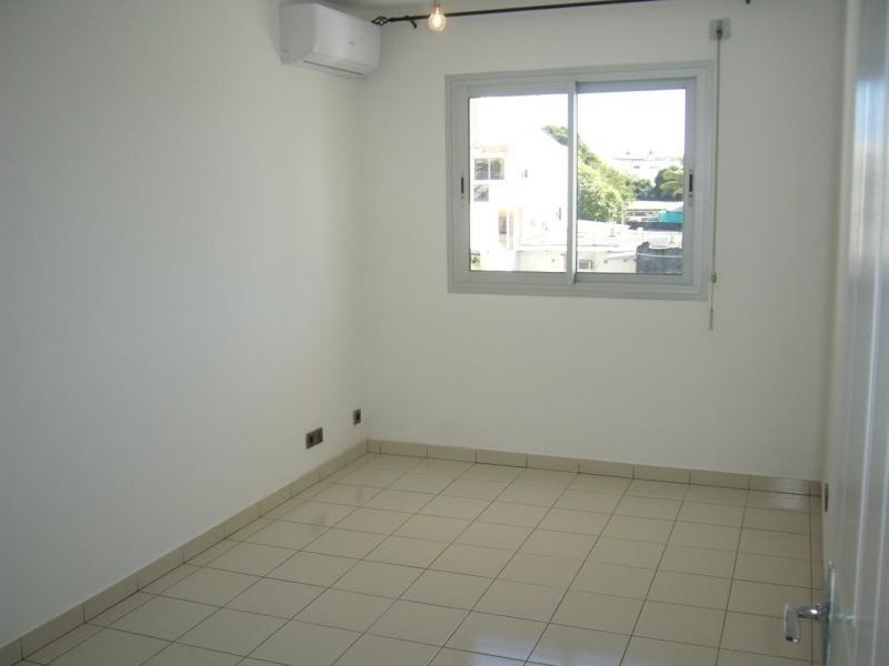 Rental apartment St denis 605€ CC - Picture 2