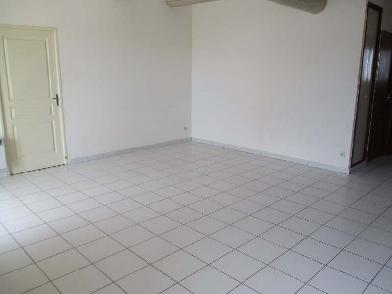 Location appartement Senas 830€ CC - Photo 3