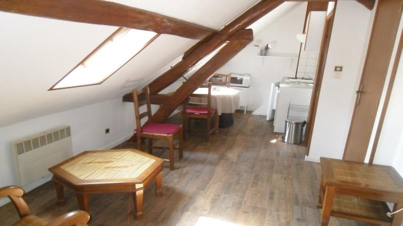 Rental apartment Troyes 295€ CC - Picture 2