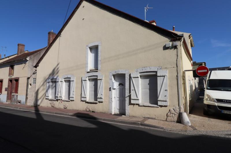 Sale house / villa Montargis 199500€ - Picture 1