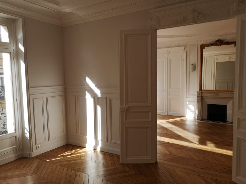 Location appartement Paris 7ème 5 370€ CC - Photo 2