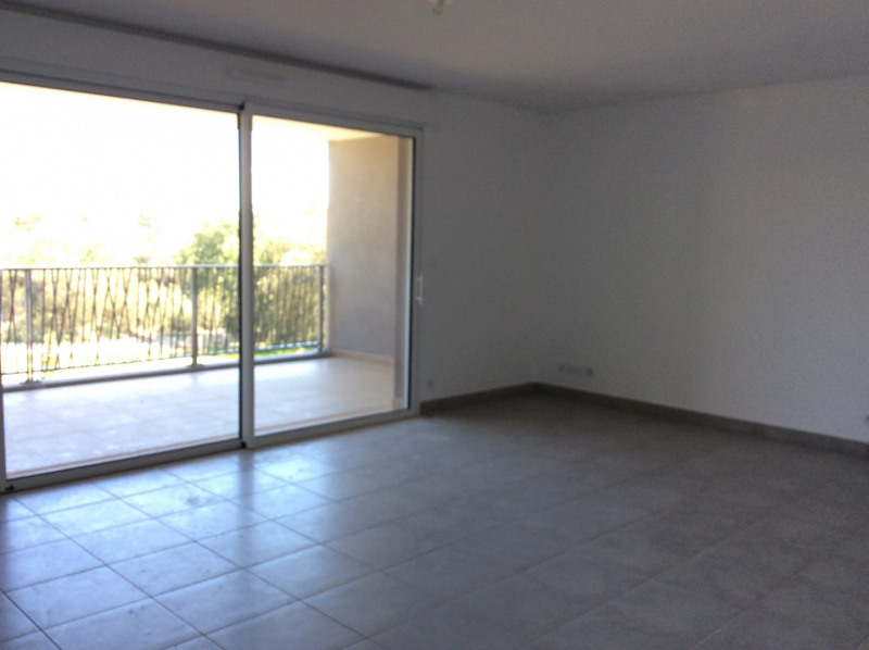 Rental apartment Fréjus 1 040€ CC - Picture 2
