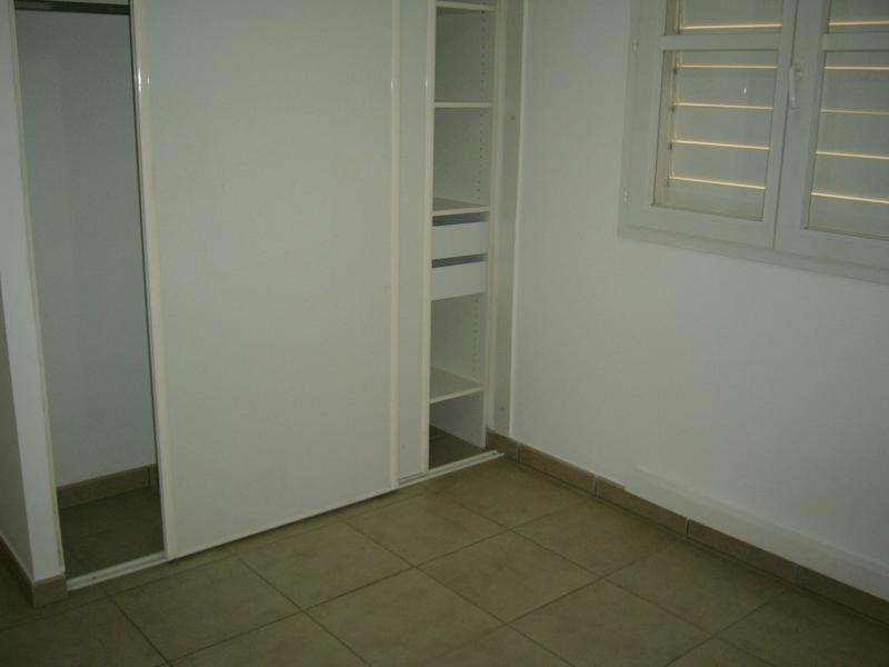 Rental apartment Bois de nefles st denis 841€ CC - Picture 3