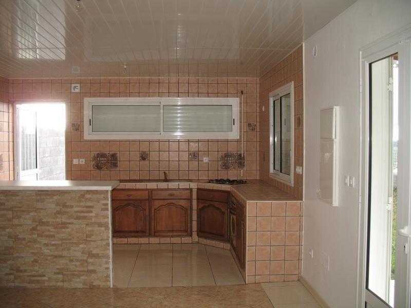 Rental house / villa La possession 806€ CC - Picture 2