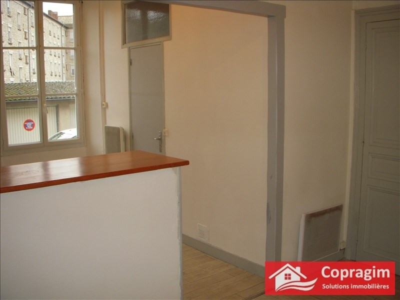 Rental apartment Montereau fault yonne 465€ CC - Picture 1