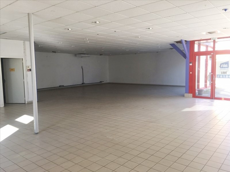 Location local commercial Fougeres 1 850€ HT/HC - Photo 2