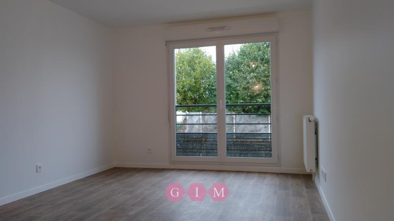 Rental apartment Carrieres sous poissy 711€ CC - Picture 2