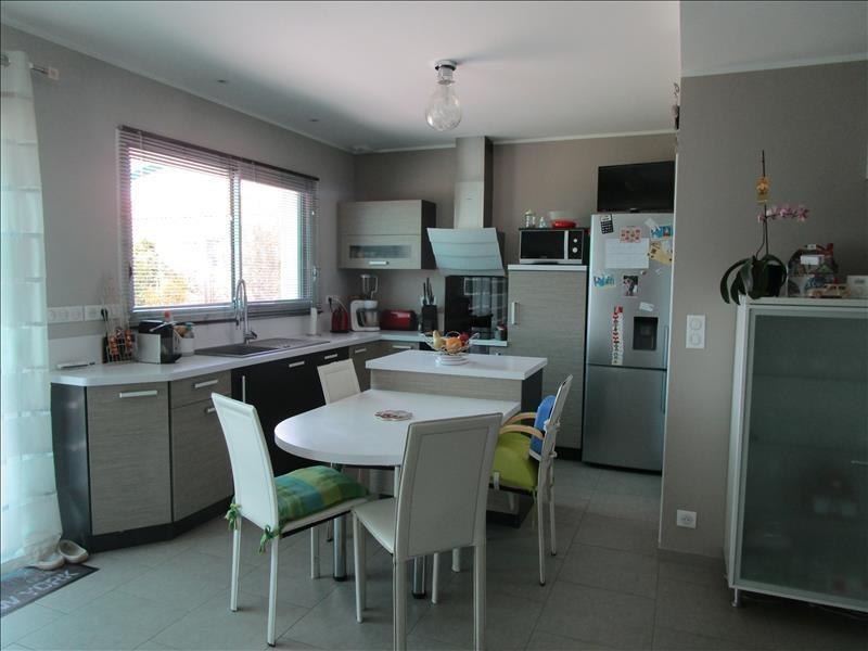 Sale house / villa St gelais 269000€ - Picture 3