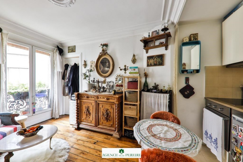 Sale apartment Paris 18ème 285 000€ - Picture 1