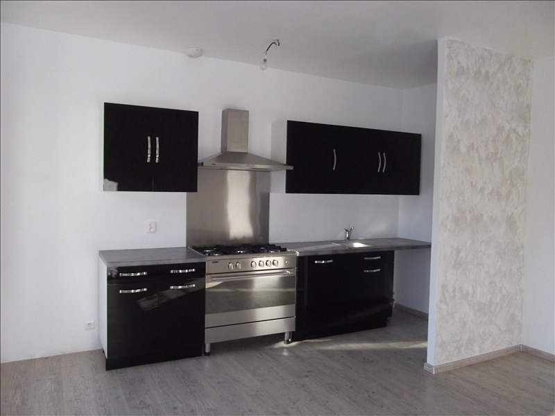 Rental apartment Yenne 470€ CC - Picture 2