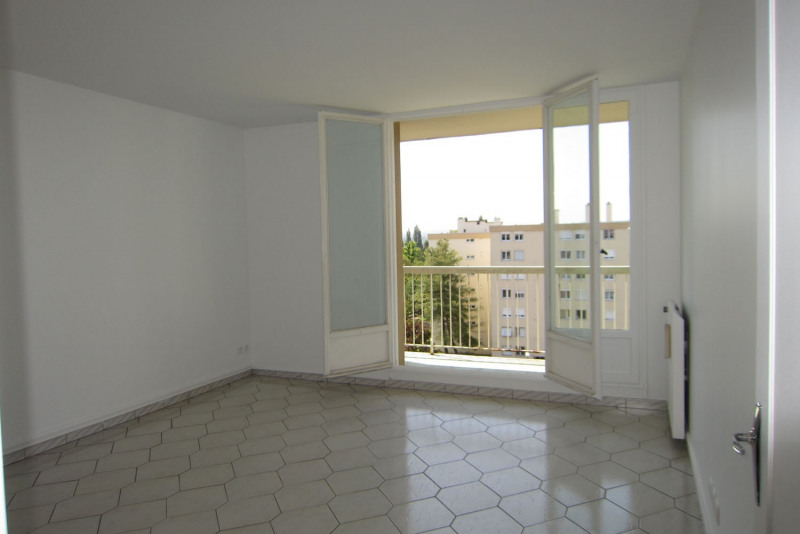 Location appartement Chilly-mazarin 830€ CC - Photo 2