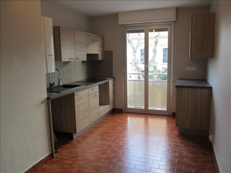 Location appartement Salon de provence 1 010€ CC - Photo 3