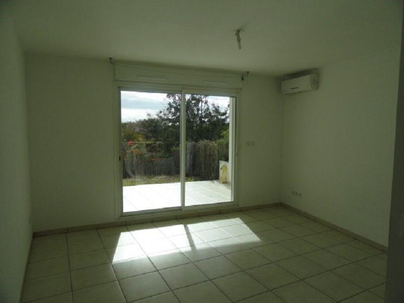 Location appartement Ste clotilde 383€ CC - Photo 1