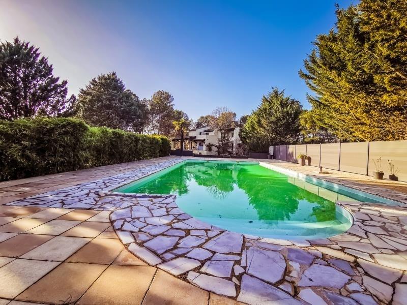 Deluxe sale house / villa Rousset 566000€ - Picture 2
