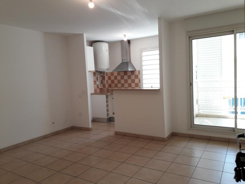 Rental apartment St denis 668€ CC - Picture 2