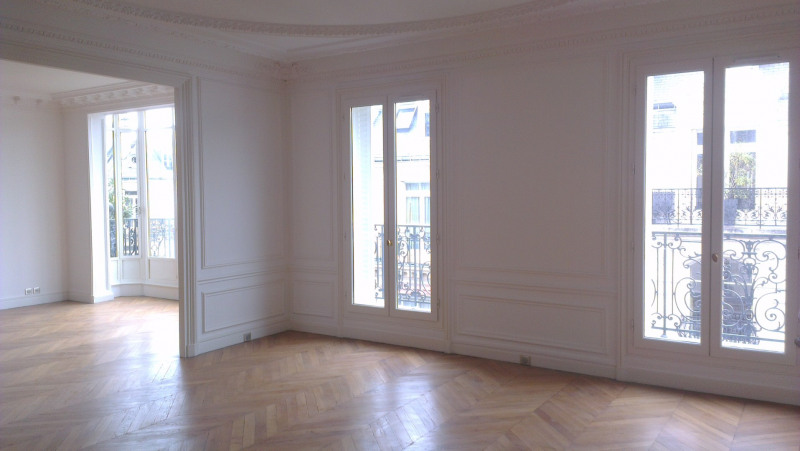 Location appartement Paris 17ème 5 690€ CC - Photo 5