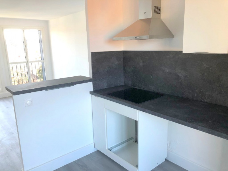 Location appartement Les milles 890€ CC - Photo 2