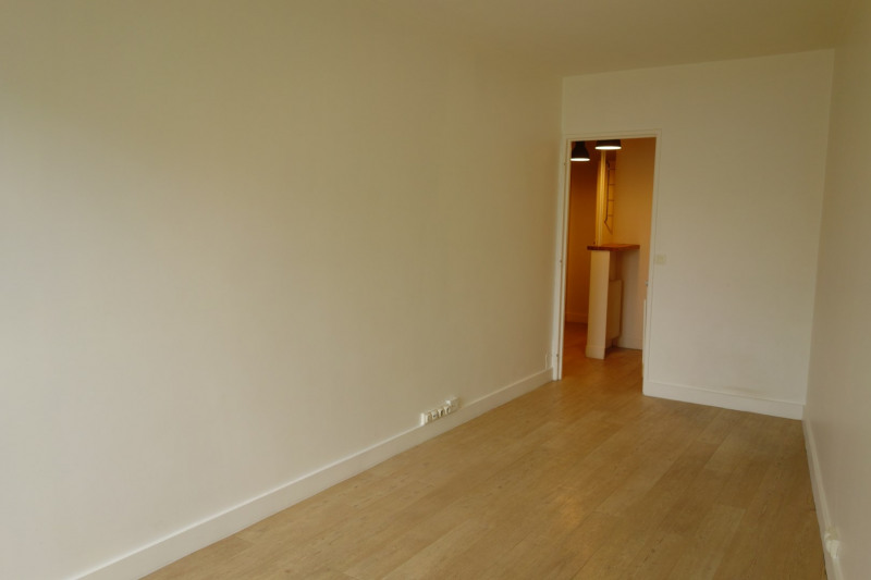 Rental apartment Paris 15ème 789€ CC - Picture 2
