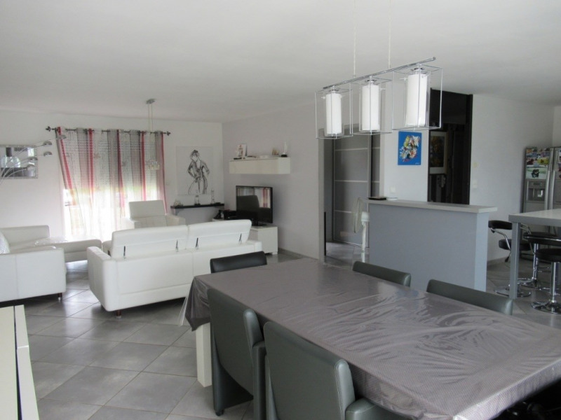 Sale house / villa Ginestet 254500€ - Picture 5