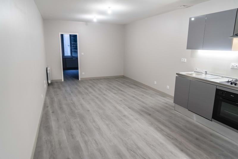 Location appartement Nantua 520€ CC - Photo 2