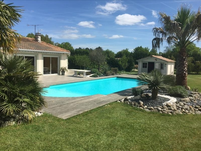 Sale house / villa Laruscade 339 000€ - Picture 1