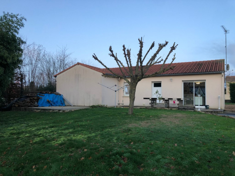 Sale house / villa Jallais 190380€ - Picture 2