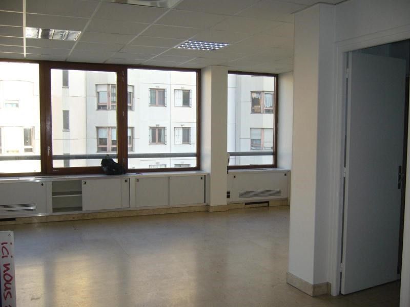 Location boutique Lyon 3ème 2 042€ CC - Photo 2