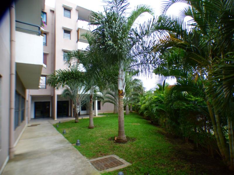 Sale apartment St pierre 119900€ - Picture 1