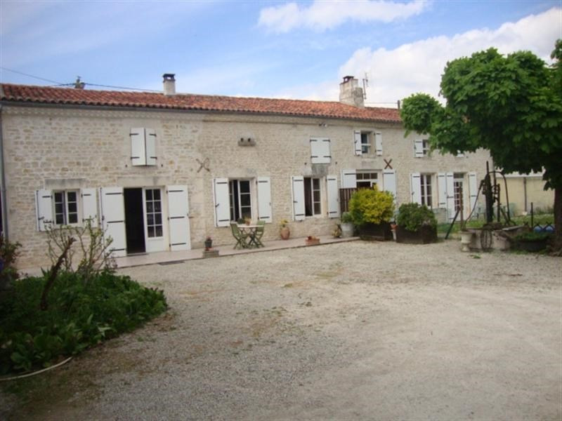 Sale house / villa Saint-jean-d'angély 180 200€ - Picture 1
