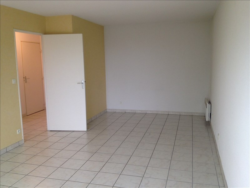 Rental apartment Vendome 470€ CC - Picture 3