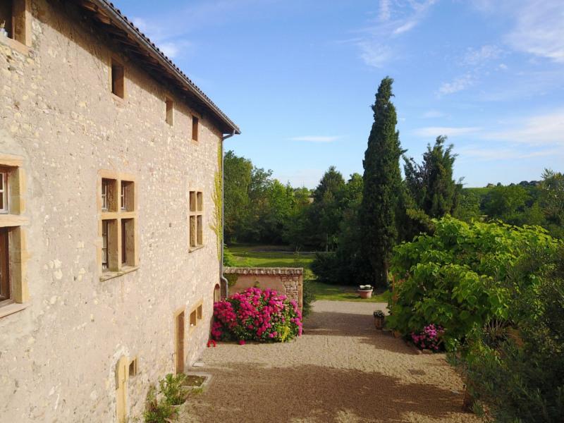 Villefranche sur Saône, propriété de famille en pierre, 38