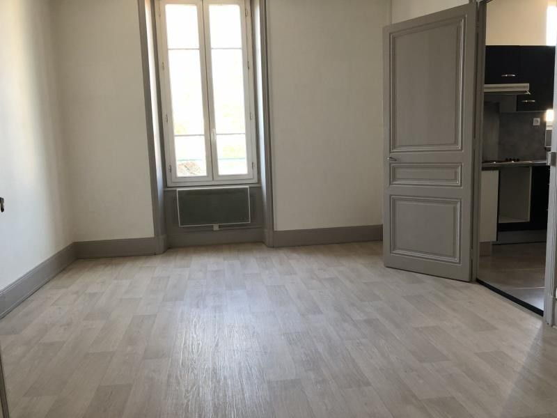 Rental apartment Ste colombe 680€ CC - Picture 2