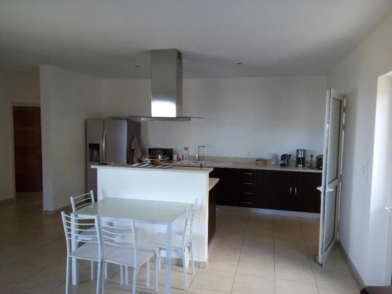 Location maison / villa St louis 1 000€ CC - Photo 4