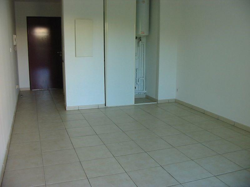 Location appartement St denis 382€ CC - Photo 3