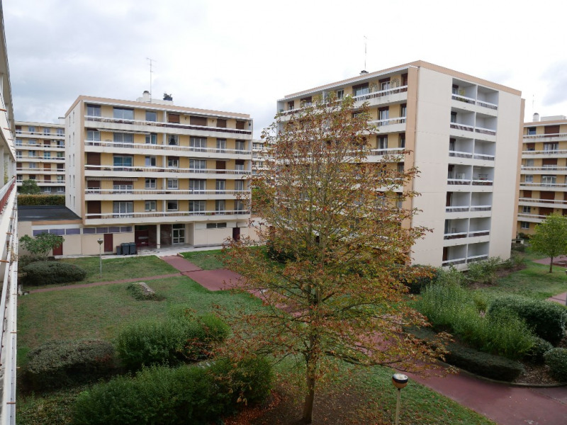 Sale apartment Poissy 290000€ - Picture 1