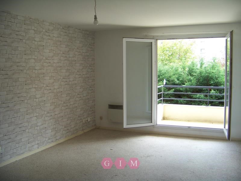Rental apartment Poissy 820€ CC - Picture 2