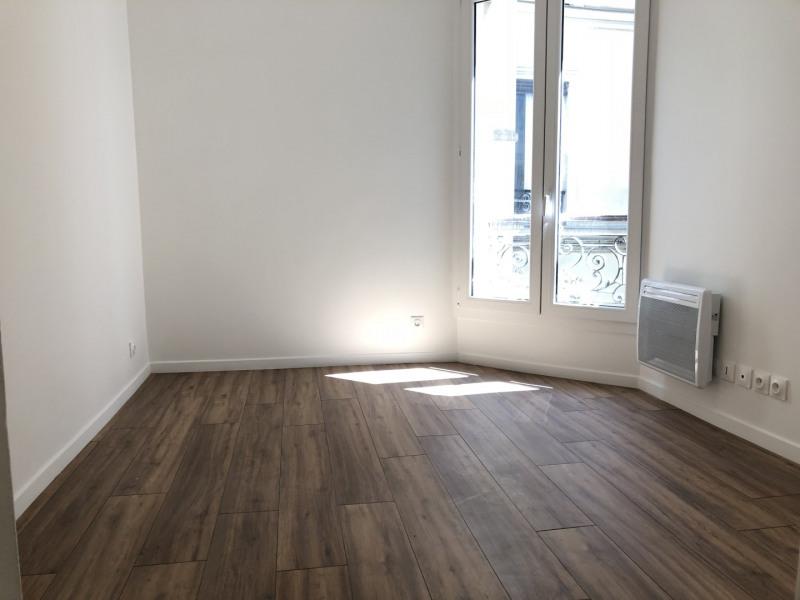 Rental apartment Paris 11ème 950€ CC - Picture 2