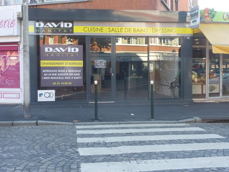 Location local commercial Lisieux 1 275€ CC - Photo 1